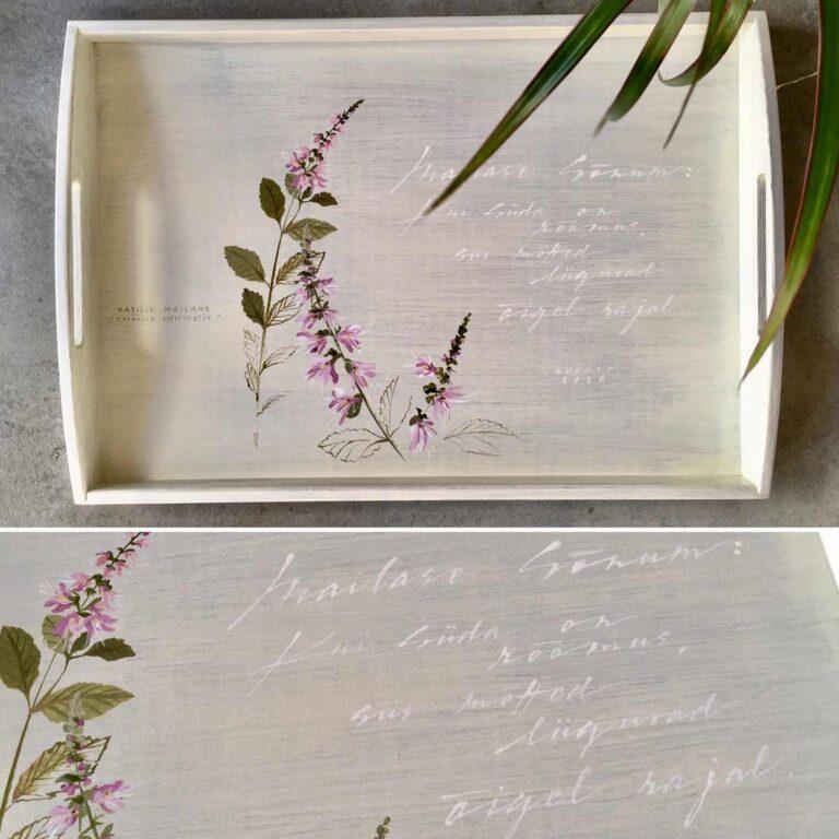 Mailasega käsitsi maalitud puidust kandik