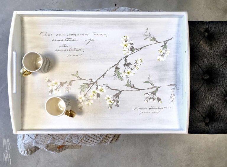 käsitsi maalitud puidust kandik