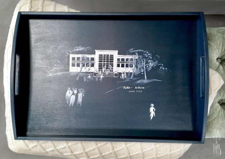 käsitsi maalitud puidust kandik Wasa maja motiiviga