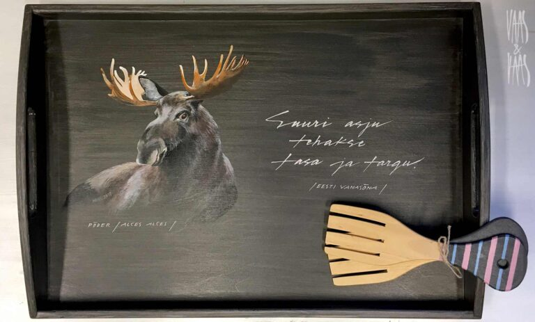 Põdraga tumehall käsitsi maalitud puidust kandik