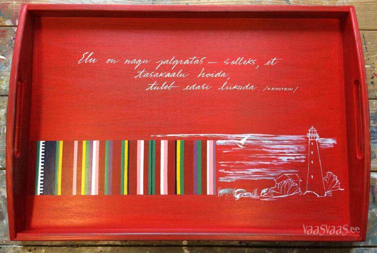 Kihnu seelikutriibuga punane käsitsi maalitud puidust kandik