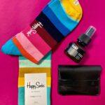 Triibulised sokid koos tuul deodorandi ja mirgoods kaarditaskuga