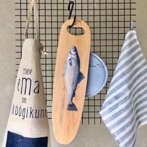 käsitsi maalitud puidust kalaliud linane köögirätik pannilabidas ja põll