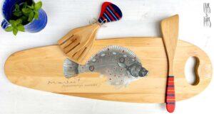 käsitsi maalitud puidust kalaliud pannilabidas ja salatikahvlid