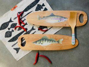 käsitsi maalitud puidust kalaliud linane köögirätik