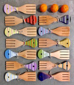 Käsitsi maalitud kahvlid salatiserveerimiseks